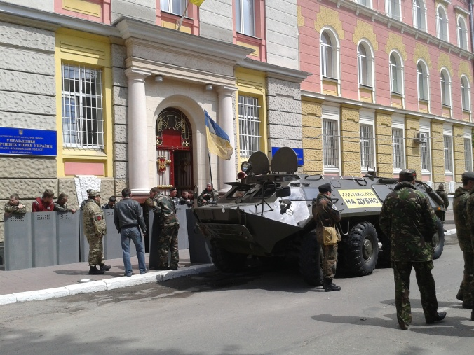 APC outside Ivano-Frankivsk police HQ, 5 May 2014