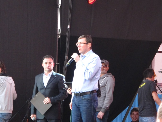 Yuriy Lutsenko impressing with his rhetorical skills and holding the fort while Poroshenko is delayed