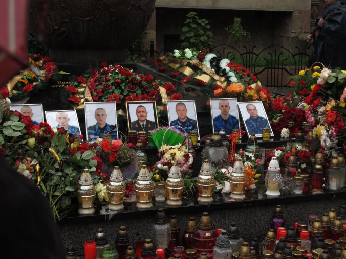 Tributes laid to six men from Ivano-Frankivsk and a general from Lviv killed in a helicopter shot down near Slovyansk.